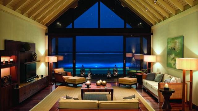 002933-11-Rehendi-Suite-living-room