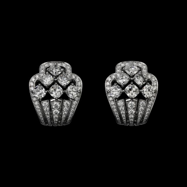 orecchini cartier in Platino, diamanti forma coussin e brillanti.