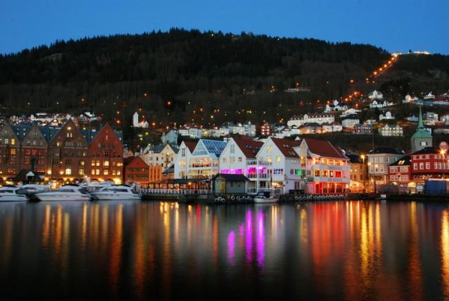 Bergen-NightSkyline