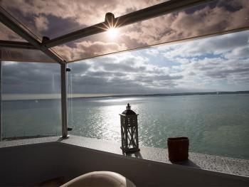 hotel in mezzo al mare
