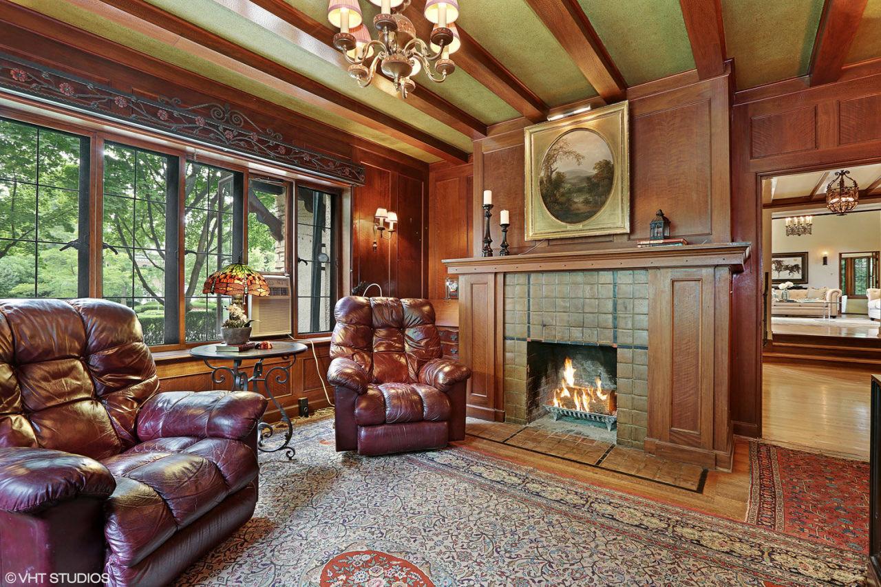 Treno privato s nello chalet di lusso for Interni case classiche