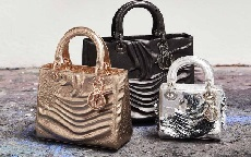 Dior Lady Art: la celebre it-bag reiterpretata da sette artisti in vendita in limited edition