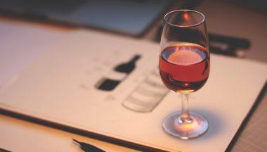 Come descrivere un vino: colore, odore, sapore e gusto